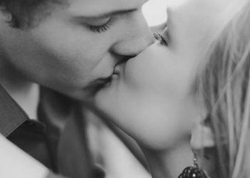 חתום בנשיקה